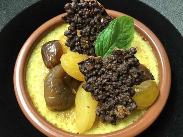 La Bisquine Crème brûlée à la pistache Croquant spéculoos et praliné, farandole de fruits secs.