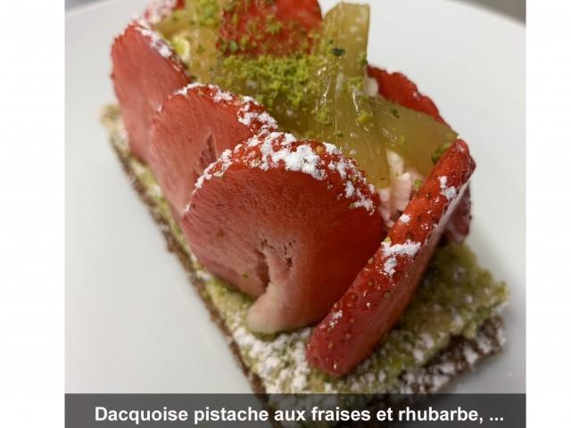 La Bisquine Dacquoise pistache aux fraises et rhubarbe ...