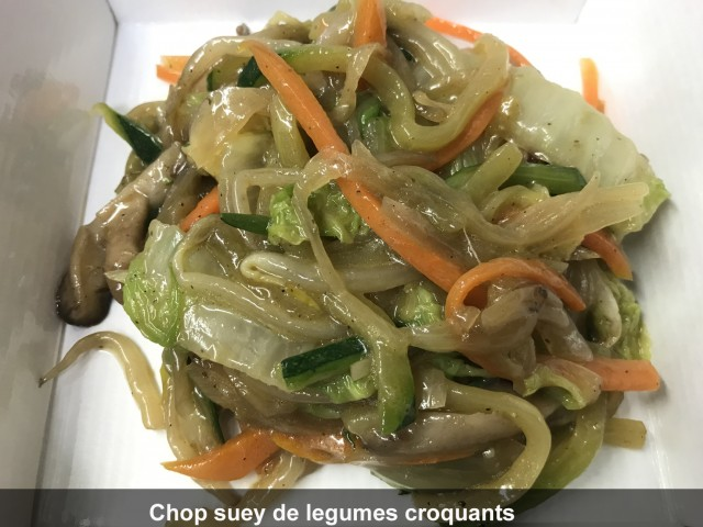 La Bisquine Garniture de l'aile de raie vapeur en feuille de banane : Chop suey