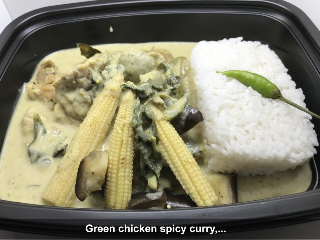 La Bisquine Green chicken spicy curry (curry vert Thaïlandais épicé de poulet),...