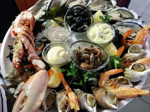 La Bisquine La grande assiette de la mer (6 huîtres, bigorneaux, bulots, crevettes grises, et crevettes roses)