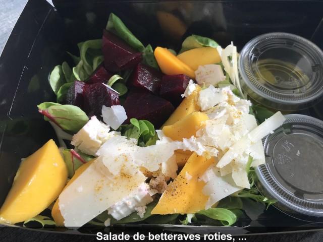La Bisquine Salade de betteraves rôties, mangue fraiche et feta, Balsamique, curry, parmesan et pousses mélangées